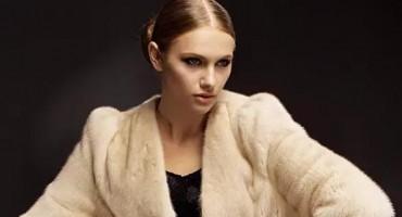 要想皮草大衣来年穿着漂亮,换季的清洗与收纳太