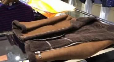 万元高档皮衣被洗坏 干洗店老板说是衣服材质所