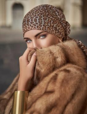 白色母貂头把皮由中国高端皮草零售品牌LOLO竞得