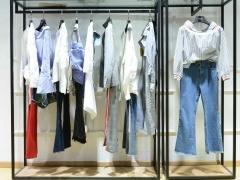 2021年新款时尚休闲棉服厂家货源 广州品牌女装折扣货源